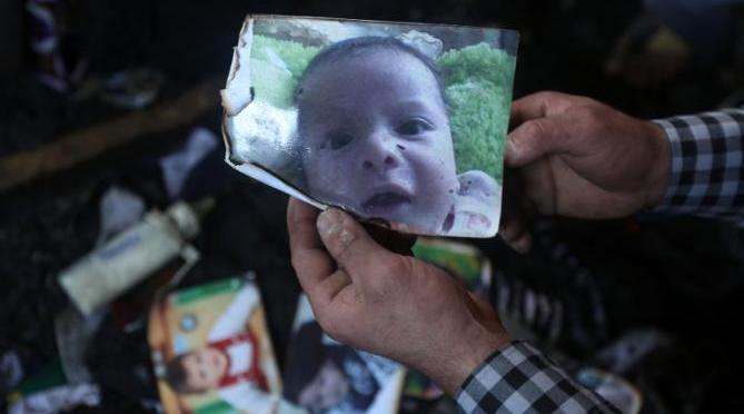 Palestinian toddler burned  alive to death in attack by suspected Israeli extremists//Vives tensions en Cisjordanie après la mort d'un bébé