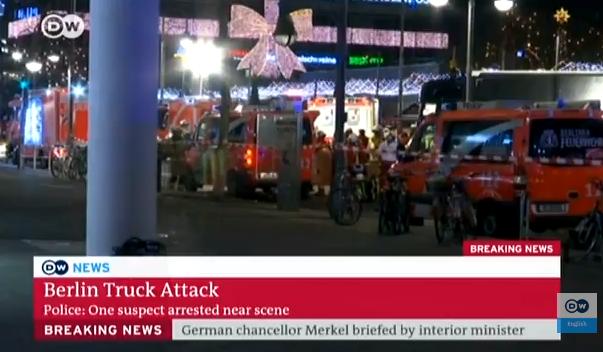 Truck drives into crowd at Berlin Christmas market, several fatalities/ Un camion a foncé lundi soir sur un marché de Noël situé à Berlin :DW