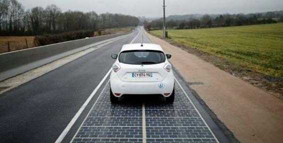 Un immense succès pour les Start-ups en France: la première «route solaire» inaugurée en Normandie par la ministre de l'Environnement, Ségolène Royal.(en/fr)
